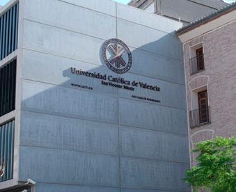 Universidad-Católica-de-Valencia-en-la-antigua-Iglesia-de-San-Carlos-Borromeo-de-mudanzas-valencia