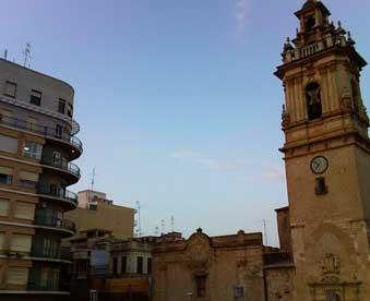 Campanario-de-la-Basílica-menor-de-San-Jaime---mudanzas-Algemesí