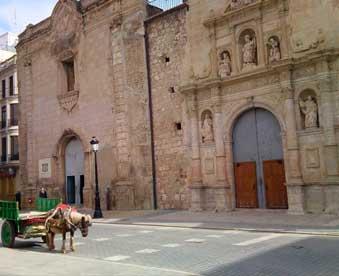 Fachada-de-la-Basílica-menor-de-San-Jaime---mudanzas-Almegasí