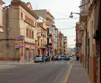Avenida-de-Colón-mudanzas-en-La-Pobla-de-Vallbona